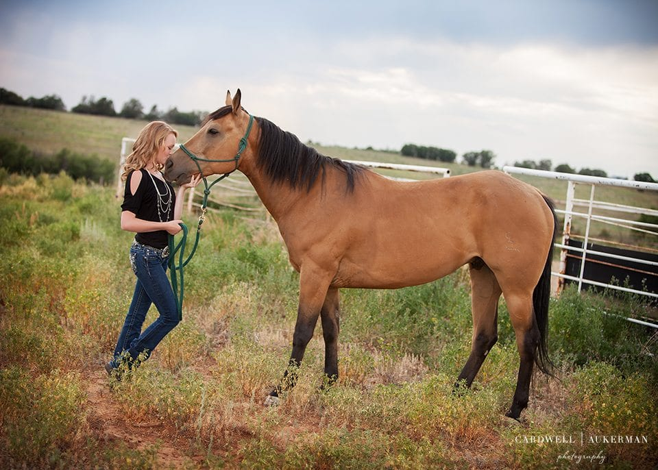 High-School-Senior-Portraits-With-Horses